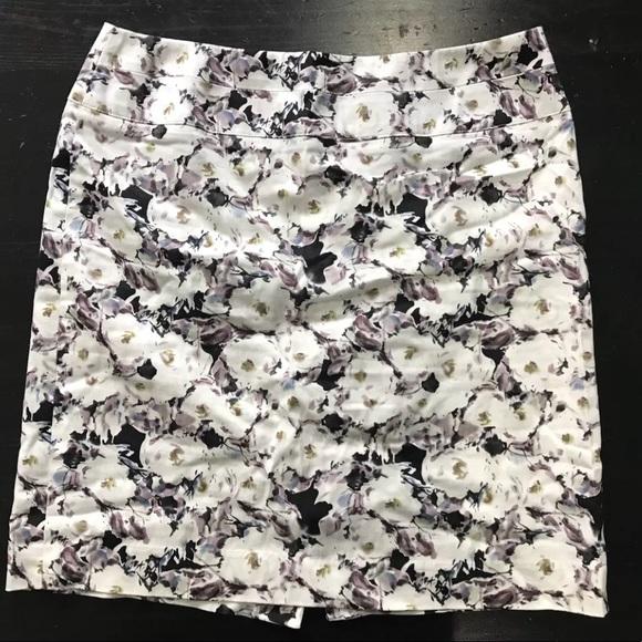 Donna Ricco Dresses & Skirts - Donna Ricco floral Pencil Skirt Size 6